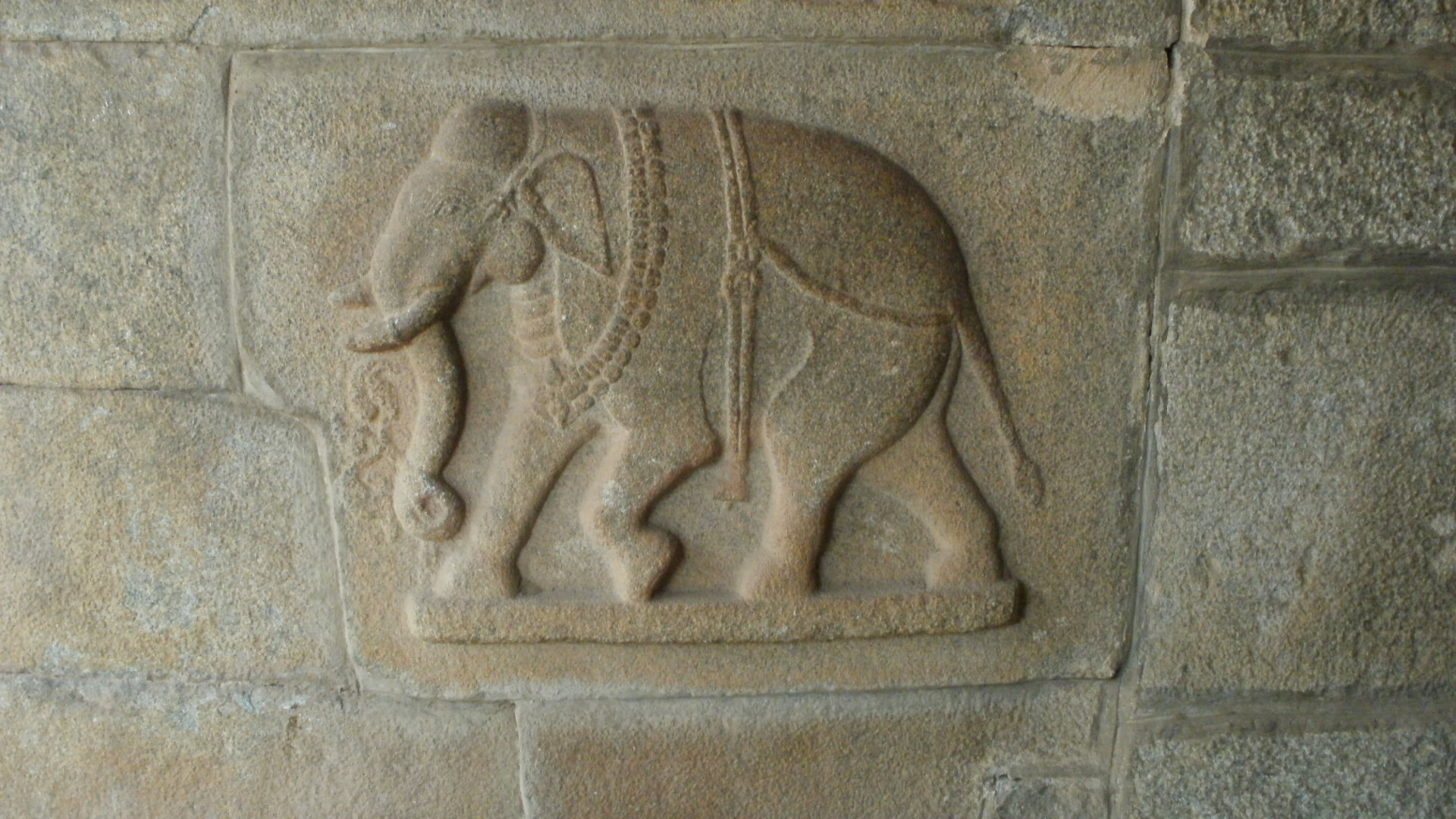 Elephant-carving-at-Hampi