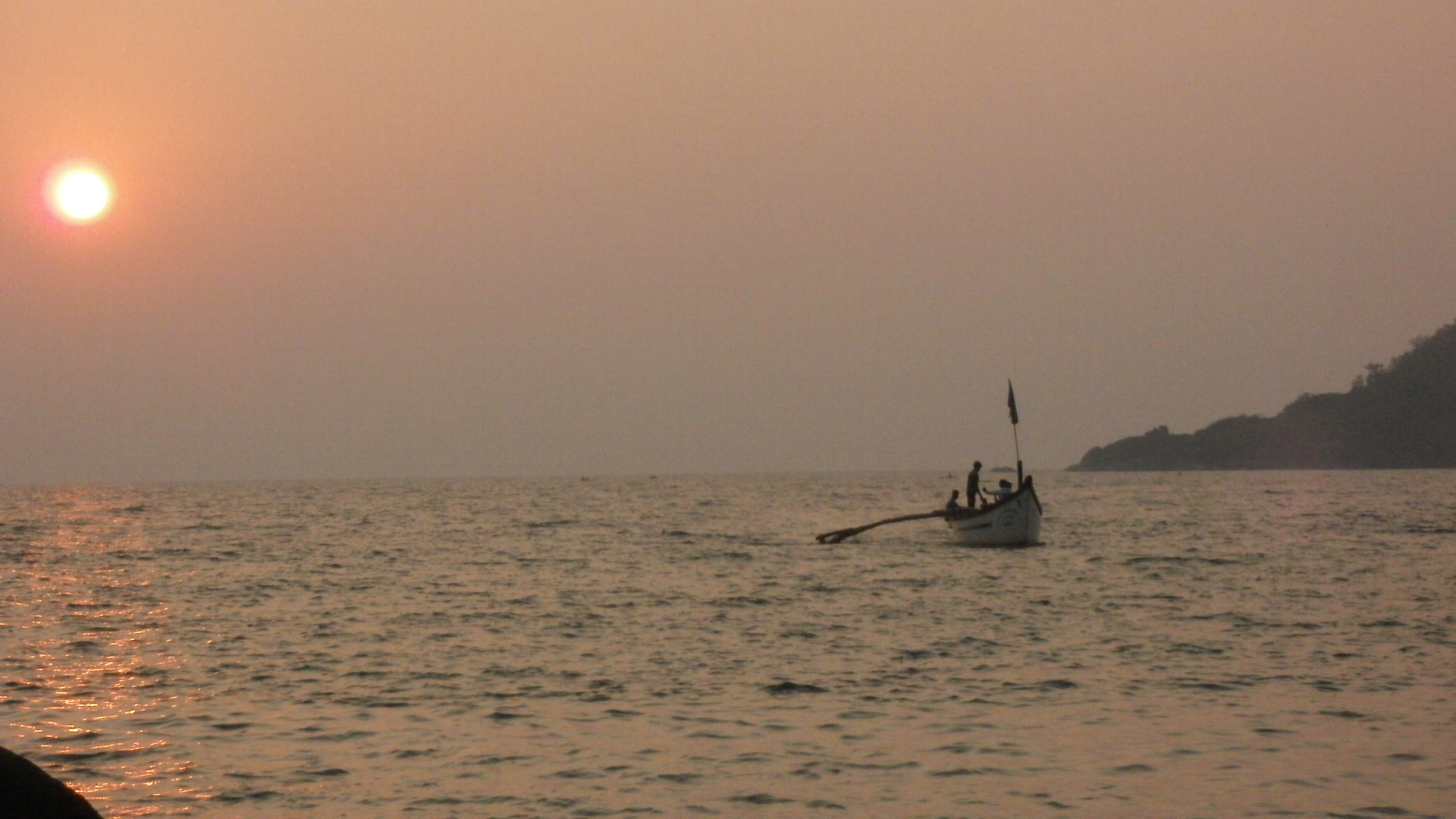 Fishing-boat-at-sunset-Palolem-Beach
